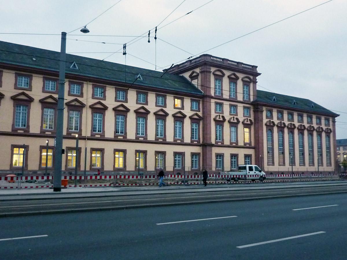 Schloss mannheim au enanlage ostfl gel architektur - Architektur mannheim ...